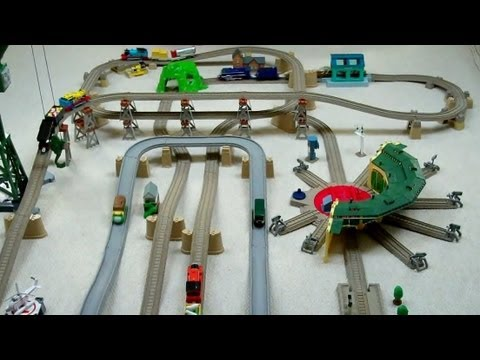 Trackmaster Thomas The Tank Engine LARGE SET with RARE TRAINS & ROAD CARS Kids Toy Train Set