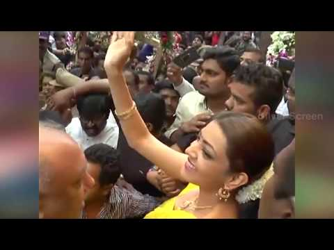 Kajal Agarwal Troubled by Uncontrollable Crowd in Chennai Shopping Mall
