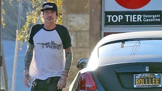 Tommy Lee Gases His