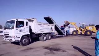 شاهد كيف يتم استخدام معدّة لفرم وتقطيع النفايات الكبيرة قبل نقلها لمردم