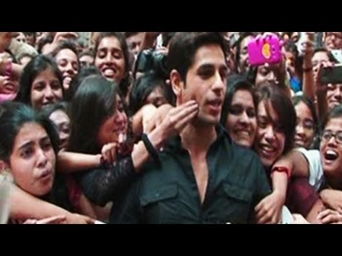 Hottest Siddharth Malhotra Gets Mobbed By Female Fans