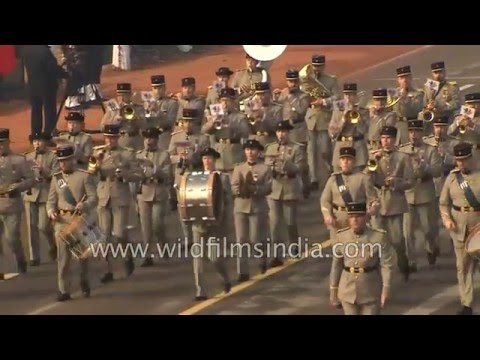 watch French Army soldiers march in India, at Republic Day 2016!