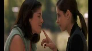 Sarah Michelle Gellar/Selma Blair kiss
