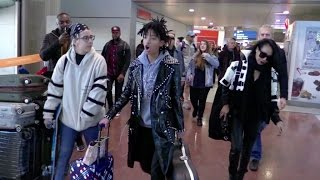 EXCLUSIVE - Willow Smith and Jada Pinkett Smith arriving at the airport in Paris