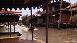 The Man With The Golden Gun (1974) - Bangkok boat scene