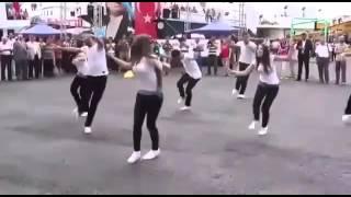 رقص تركي على أغنيه عربيه تجنن 😻