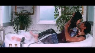 Kareena Kapoor ass Show in Hindi Movie