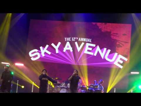 Arsy Widianto & Kahitna ~ Andai Dia Tahu (Sky Avenue 2017)