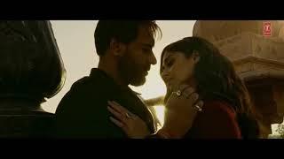 Baadshaho Movie Kissing Scene Ajay Devgan and Ilena D'Cruz