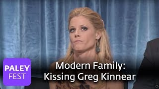 Modern Family - Julie Bowen on Kissing Greg Kinnear