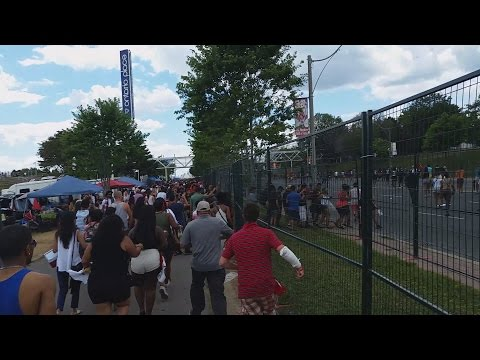 CARIBANA PARADE TORONTO 2015:  OVER 300 PEOPLE BROKE THROUGH THE FENCE
