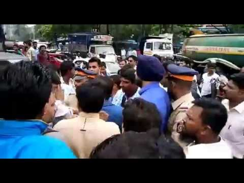 People unite to shut down dahisar toll naka after a staff hits a biker(Part 1)