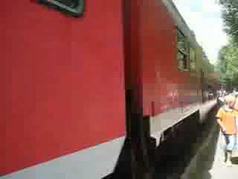Ausfahrt RB mit 143 050-3 und 143 xxx-x mit Verstärkungswagen - 3Seenbahn