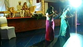 mehndi hai rachne wali and chunari dance