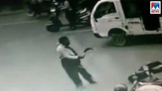 വീണ്ടും ദുരഭിമാനക്കെലപാതകശ്രമം; ദമ്പതികളെ അരിവാളിന് വെട്ടി പിതാവ്; നടുക്കം| Hyderabad murder attempt