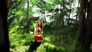 Hot Model Takes Piss in Woods