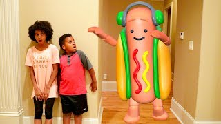 DANCING HOT DOG vs Shiloh and Shasha! - Onyx Kids