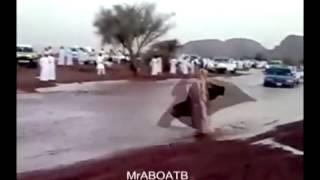 اليوتيوب رقص رجل في السيل