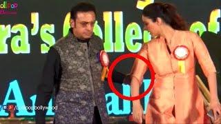 Gulshan Grover Forcefully Pulling Tabu On Stage | Actress Tabu Felt Uncomfortable