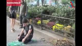 شاهد ردة فعل الأمريكان عندما شاهدوا شاب مسلم يصلي في الأماكن العامة .. مؤثر (مترجم للعربية )