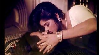 বিয়ের আগে মৌসুমী-ওমর সানীর অন্তরঙ্গ দৃশ্য ! Moushumi Omar Sani hot Scene !