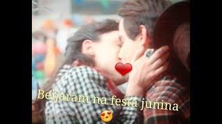 Lica e Felipe se beijam na festa junina