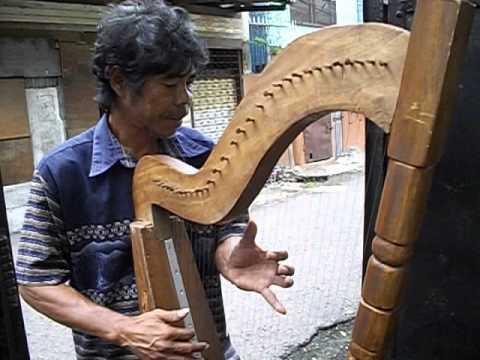 Cebu street harp player