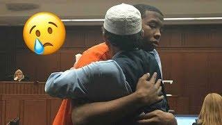 ظنوا أن هذا الأب سينتقم من الرجل الذي قتـ ـل ابنه !! لن تصدق ماذا فعل