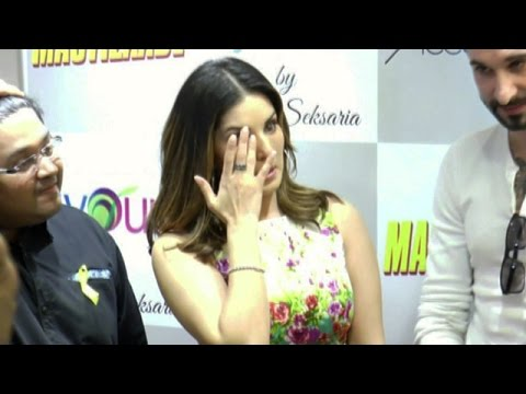 Sunny Leone CRIES By Seeing Kid CANCER PATIENTS