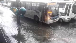 Temporal em Madureira mostra gentileza dos Motoristas de Ônibus