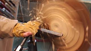 Woodturning a bowl from a green log of wood- Comment tourner un bol en bois d'une buche
