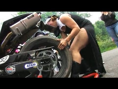 Tu savais que les filles aussi font de la moto ? ( video officielle Moto Journal )