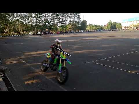 Xxx Mp4 Cbr 250 Vs Honda Crf 250 Supermoto 3gp Sex