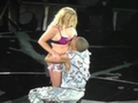 Britney Spears GROPED by a Dancer !