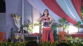 Deshi X videos in stage show