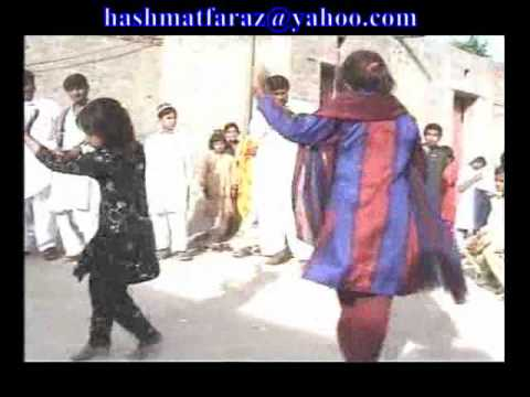 Small girl Dancing in mariage party