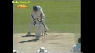 Shocking England sportsmanship, batsman refuses to leave after LBW, Gavsakar style