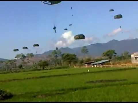 Pasukan Parasut TNI Baku Tembak dengan Pasukan Musuh di Persawahan Bima NTB