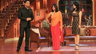 sunny leone in comedy nights with kapil for the promotion of ragini mms 2 interview