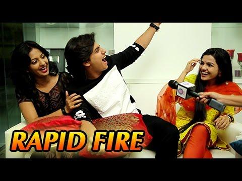 Abhinay Berde, Aarya Ambekar's Candid RAPID FIRE | Ti Saddhya Kay Karte | Marathi Movie 2017