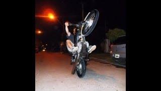 Colgando la moto! Haciendo Willy.