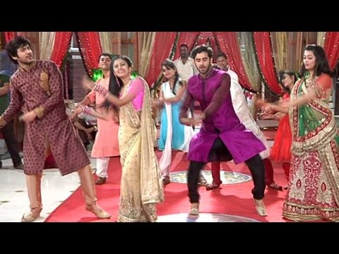 Veera And Baldev Dance On The Tunes Of