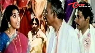 Telugu Comedy Scene - Meena Funny Dialogues - NavvulaTV