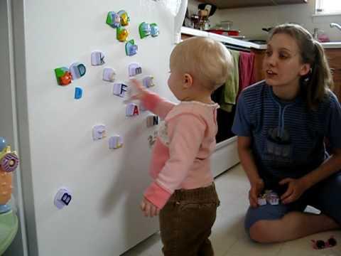 Elise tanulja az ABC t Ma lett 19 honapos
