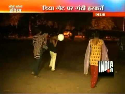 Xxx Mp4 Eunuchs Terrorize Late Night Strollers At Delhi 39 S India Gate 3gp Sex