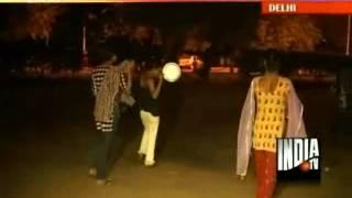 Eunuchs terrorize late night strollers at Delhi's India Gate