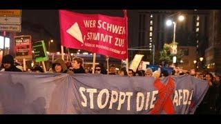 Berlin Alexanderplatz: Demonstrationen gegen die Wahlparty der AfD
