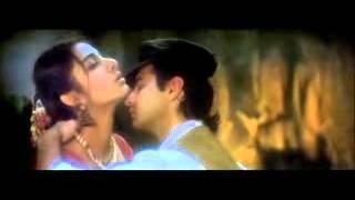 Sanjay kapoop and tabu hot kiss scane
