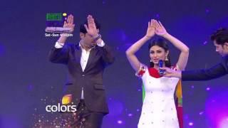 Mouni Roy teaches Pritam Singh the Nagin dance