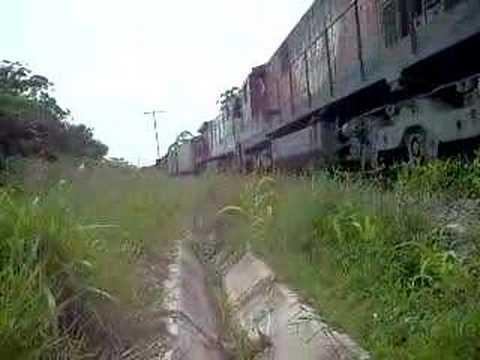C30 7 9336 com trem de carga da ALL